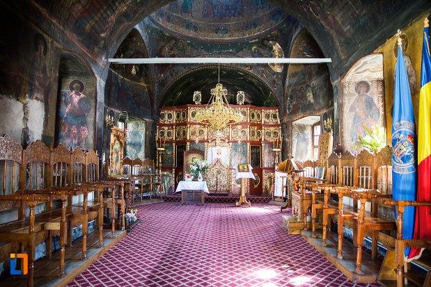 interiorul-de-la-biserica-nasterea-maicii-domnului-1835-din-predeal-judetul-brasov.jpg