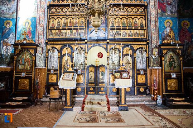 interiorul-de-la-biserica-ortodaxa-sf-gheorghe-din-mangalia-judetul-constanta.jpg