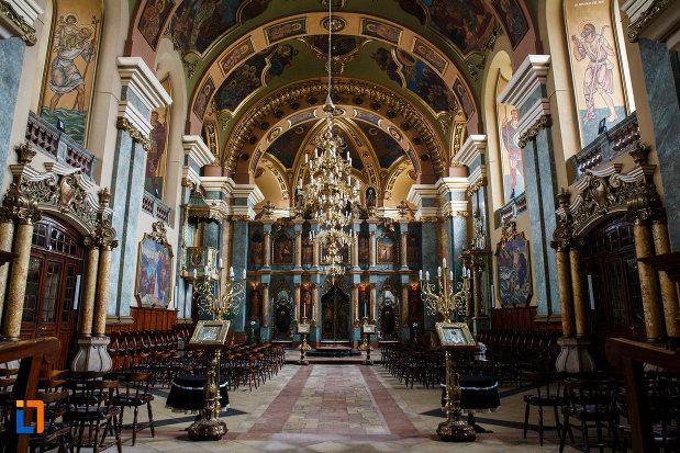 interiorul-de-la-biserica-ortodoxa-adormirea-maicii-domnului-din-lugoj-judetul-timis.jpg