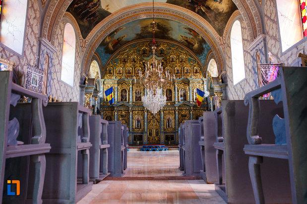 interiorul-de-la-biserica-ortodoxa-nasterea-maicii-domnului-din-sannicolau-mare-judetul-timis.jpg