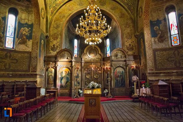 interiorul-de-la-biserica-ortodoxa-sf-nicolae-din-cluj-napoca-judetul-cluj.jpg