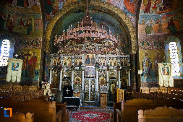interiorul-de-la-biserica-ortodoxa-sf-nicolae-din-orastie-judetul-hunedoara.jpg