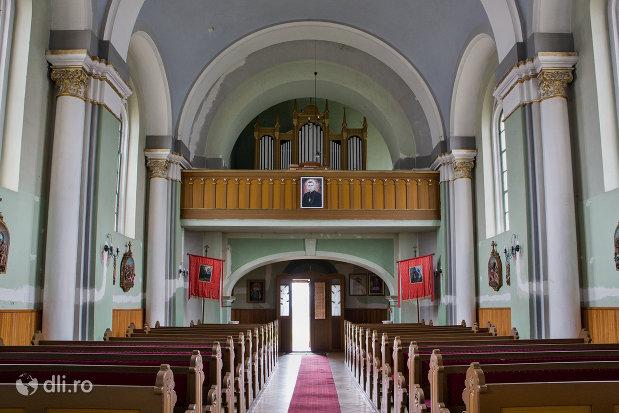 interiorul-de-la-biserica-romano-catolica-sf-anton-din-oradea-judetul-bihor.jpg