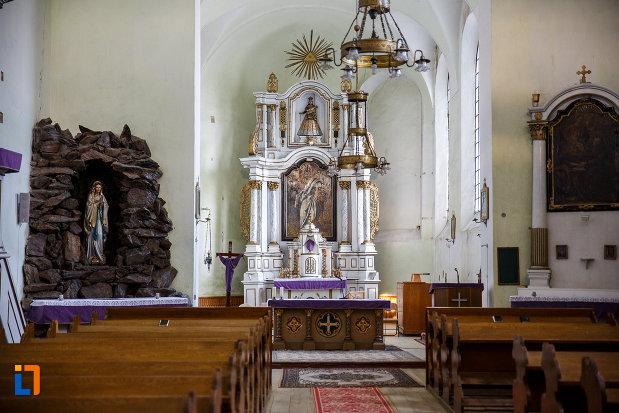 interiorul-de-la-biserica-romano-catolica-sf-bartolomeu-din-sebes-judetul-alba.jpg