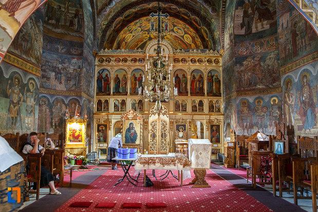 interiorul-de-la-biserica-sf-dumitru-din-suceava-judetul-suceava.jpg