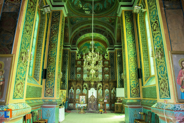 interiorul-de-la-biserica-sf-nicolae-din-slatina-judetul-olt-2.jpg
