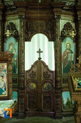 interiorul-de-la-biserica-sf-nicolae-din-slatina-judetul-olt.jpg