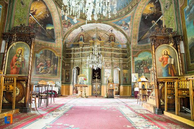 interiorul-de-la-biserica-sf-treime-din-caracal-judetul-olt.jpg