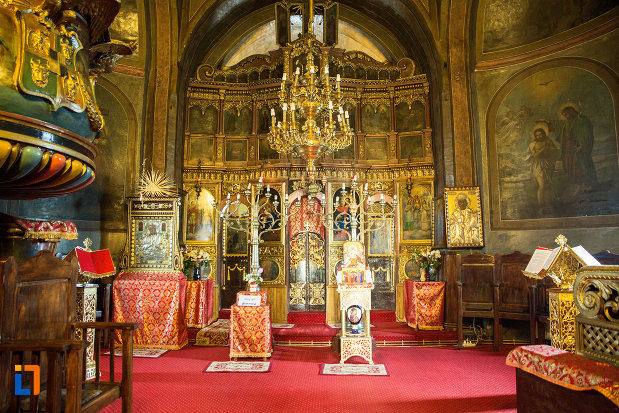 interiorul-de-la-biserica-sf-voievozi-din-targu-jiu-judetul-gorj.jpg