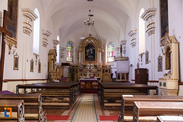 interiorul-de-la-biserica-si-manastirea-franciscana-din-orastie-judetul-hunedoara.jpg