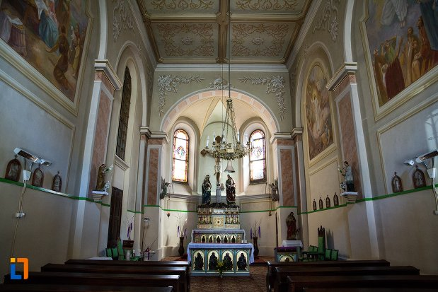 interiorul-de-la-capela-romano-catolica-din-alba-iulia-judetul-alba.jpg