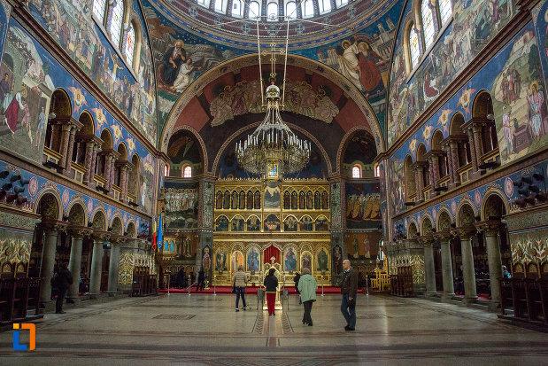 interiorul-de-la-catedrala-mitropolitana-sf-treime-din-sibiu-judetul-sibiu.jpg
