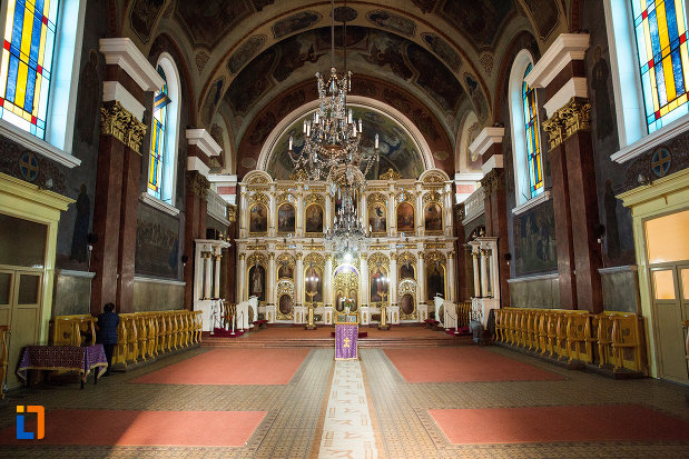 interiorul-de-la-catedrala-naterea-sfantului-ioan-botezatorul-din-arad-judetul-arad.jpg