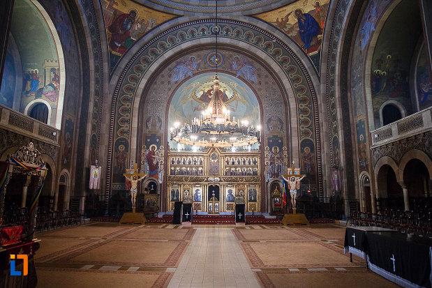 interiorul-de-la-catedrala-ortodoxa-sf-arhangheli-mihail-si-gavril-din-orastie-judetul-hunedoara.jpg
