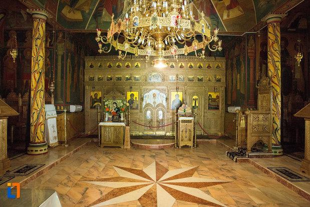 interiorul-de-la-manastirea-sf-ana-din-orsova-judetul-mehedinti.jpg