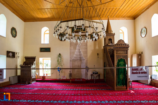 interiorul-de-la-moscheea-esmahan-sultan-din-mangalia-judetul-constanta.jpg