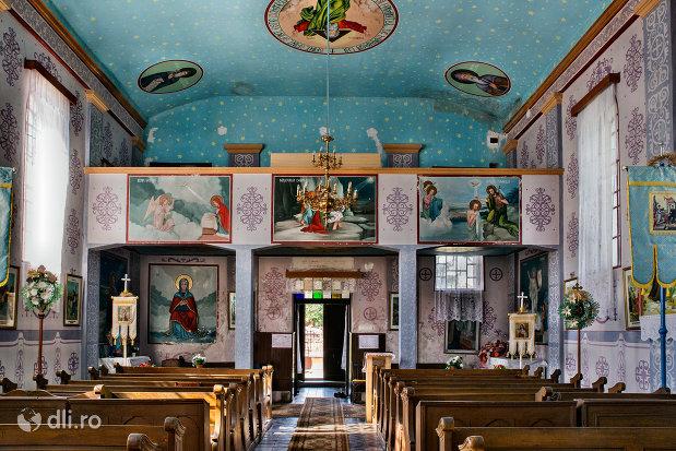 interiorul-vazut-dinspre-altar-biserica-sf-arhangheli-mihail-si-gavril-din-viile-satu-mare-judetul-satu-mare.jpg