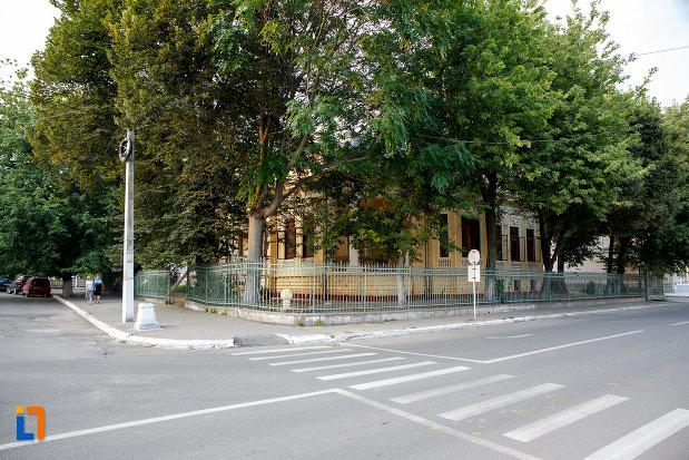 intersectia-cu-muzeul-municipal-de-arte-din-turnu-magurele-judetul-teleorman.jpg