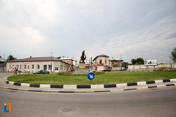 intersectia-cu-statuia-apollo-belvedere-din-giurgiu-judetul-giurgiu.jpg