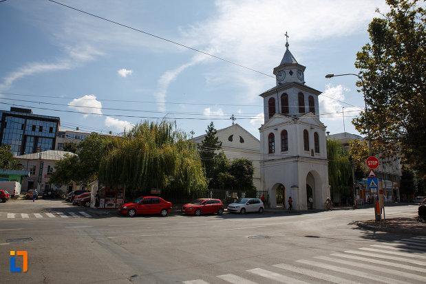 intersectie-de-strazi-cu-biserica-sf-gheorghe-din-tulcea-judetul-tulcea.jpg