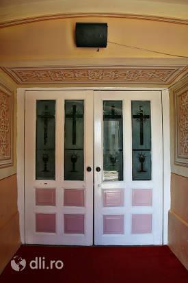 intrare-biserica-greco-catolica-din-lazuri-judet-satu-mare.jpg