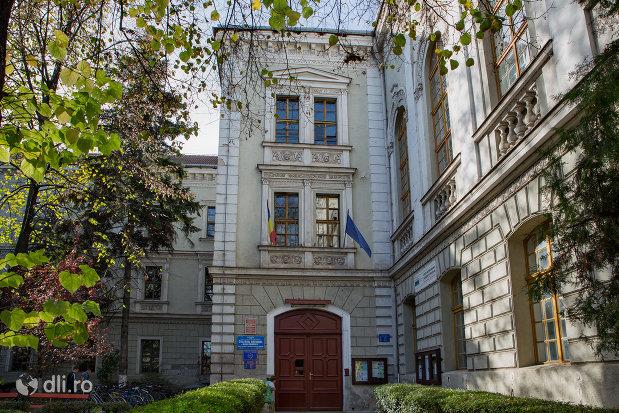intrare-in-academia-de-drept-colegiul-national-mihai-eminescu-din-oradea-judetul-bihor.jpg