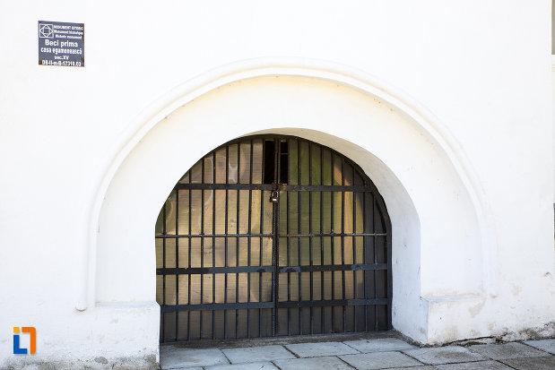intrare-in-beci-manastirea-stelea-din-targoviste-judetul-dambovita.jpg