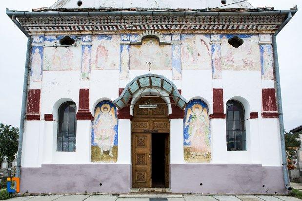intrare-in-biserica-ansamblul-bisericii-sf-adormire-a-maicii-domnului-din-turches-sacele-judetul-brasov.jpg