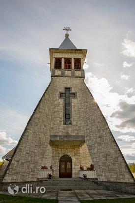intrare-in-biserica-greco-catolic-din-boinesti-judetul-satu-mare.jpg