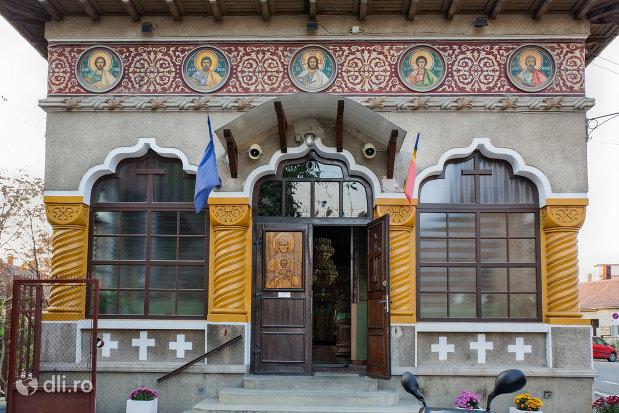 intrare-in-biserica-greco-catolica-buna-vestire-din-oradea-judetul-bihor.jpg