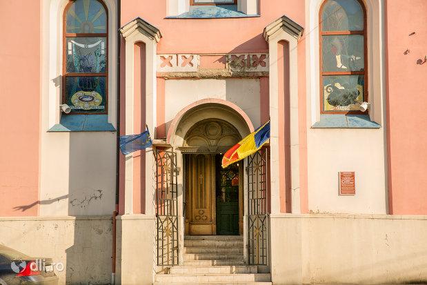 intrare-in-biserica-greco-catolica-sf-mare-mucenic-gheorghe-biserica-seminarului-teologic-greco-catolic-din-oradea-judetul-bihor.jpg