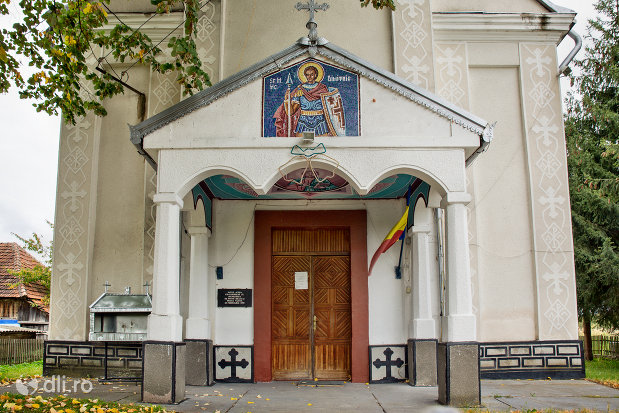 intrare-in-biserica-ortodoxa-din-aciua-judetul-maramures.jpg