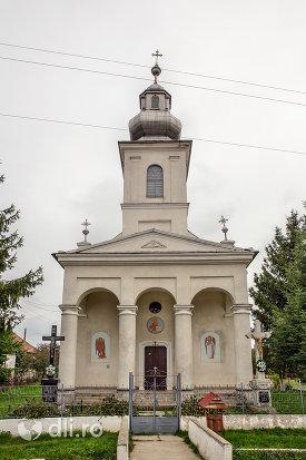 intrare-in-biserica-ortodoxa-din-caraseu-judetul-satu-mare.jpg