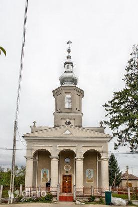 intrare-in-biserica-ortodoxa-din-culciu-mare-judetul-satu-mare.jpg