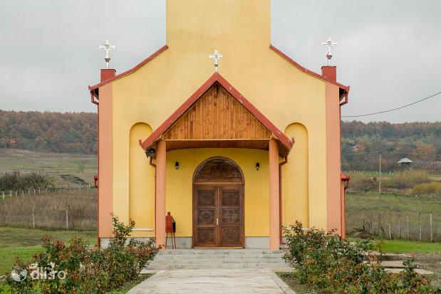 intrare-in-biserica-ortodoxa-din-sarmasag-judetul-salaj.jpg