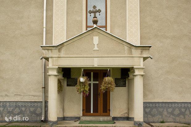 intrare-in-biserica-ortodoxa-sf-apostoli-petru-si-pavel-din-cicarlau-judetul-maramures.jpg