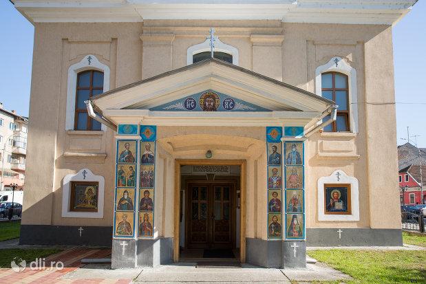 intrare-in-biserica-ortodoxa-ucraineana-din-sighetu-marmatiei-judetul-maramures.jpg