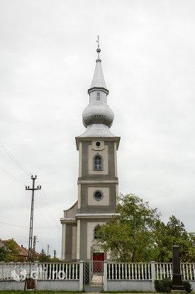 intrare-in-biserica-reformata-din-amati-judetul-satu-mare.jpg