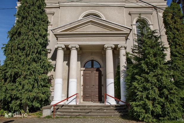 intrare-in-biserica-reformata-din-baia-sprie-judetul-maramures.jpg