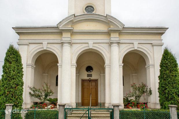 intrare-in-biserica-reformata-din-culciu-mare-judetul-satu-mare.jpg
