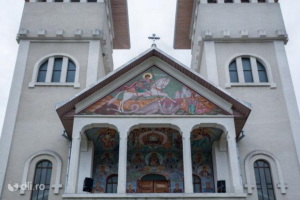 intrare-in-biserica-sf-gheorghe-din-poienile-izei-judetul-maramures.jpg