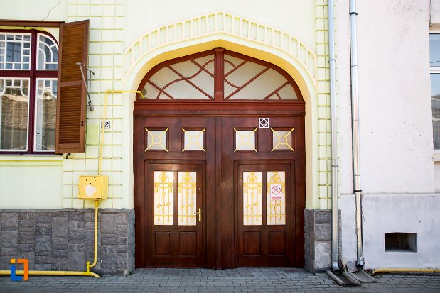 intrare-in-casa-de-la-nr-12-ansamblul-urban-str-teilor-din-alba-iulia-judetul-alba.jpg