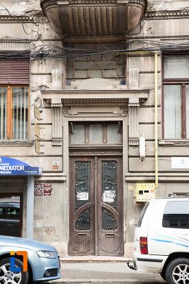 intrare-in-casa-din-anul-1900-monument-istoric-din-arad-judetul-arad.jpg
