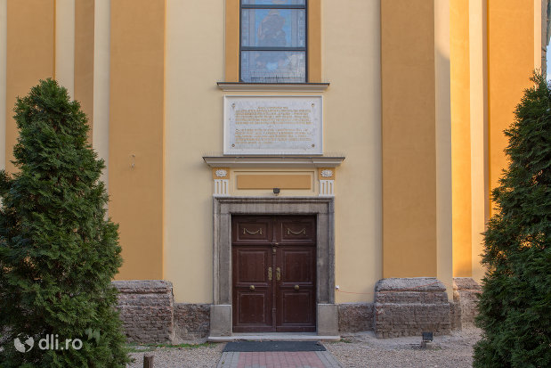 intrare-in-catedrala-greco-catolica-sf-nicolae-din-oradea-judetul-bihor.jpg