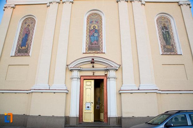 intrare-in-catedrala-naterea-sfantului-ioan-botezatorul-din-arad-judetul-arad.jpg