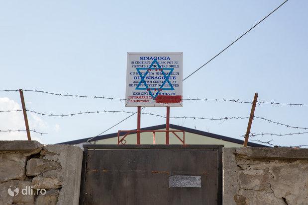 intrare-in-cimitirul-evreiesc-din-sighetu-marmatiei-judetul-maramures.jpg