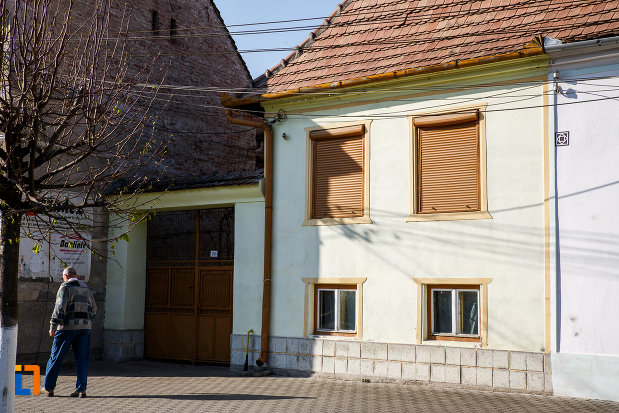 intrare-in-curtea-de-la-casa-kohuth-breitenstein-din-sebes-judetul-alba.jpg