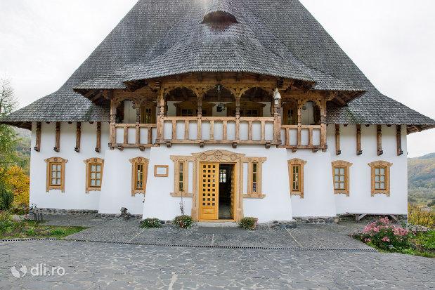 intrare-in-lacas-manastirea-barsana-judetul-maramures.jpg