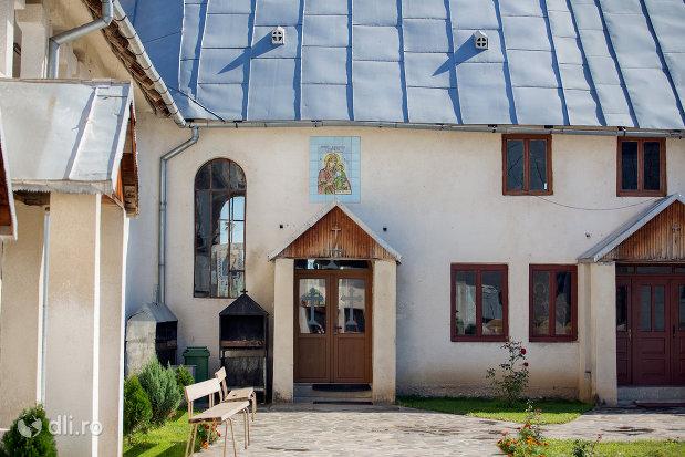 intrare-in-manastirea-portarita-din-prilog-judetul-satu-mare-2.jpg