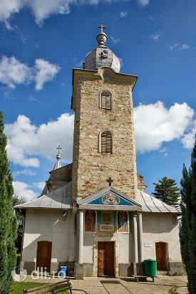 intrare-in-manastirea-sfintii-apostoli-petru-si-pavel-din-bixad-judetul-satu-mare.jpg